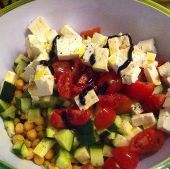 Pfeffer, Salz, Olivenöl und Balsamico Creme