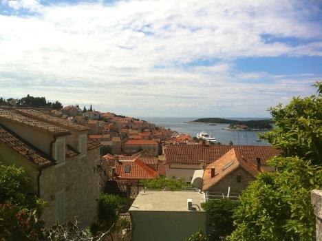 Blick von unterhalb der Burg über Hvar City