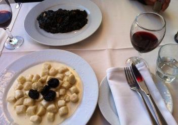Crni rizot und vino kuce crno