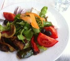 ... und ein umwerfend leckerer Salat zur Vorspeise