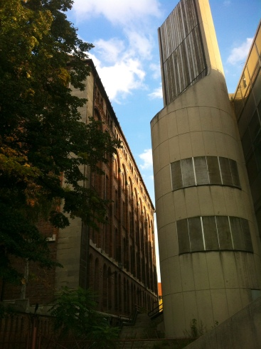 immer wieder in Budapest das Zusammentreffen von architektonischen Zeitsprüngen