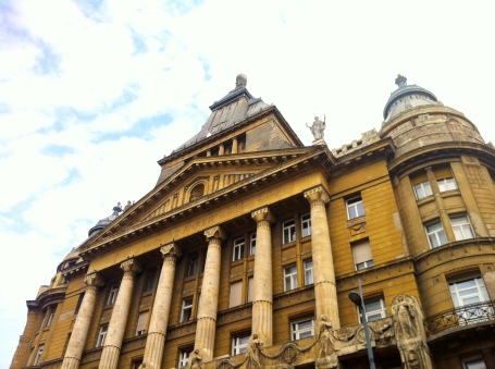 am Deák Ferenc tér - imposantes Gebäude