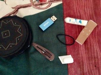 in meiner Notfalltasche sind immer diese Sachen und ne Migränetablette, aber die ist ja leer.