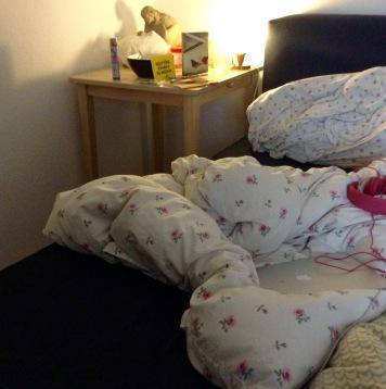 Aufräumen! Betten machen!