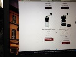 und nach Kaffeemühlen googlen, da sowohl die Handmühle als auch die elektrische den Geist aufgegeben haben.