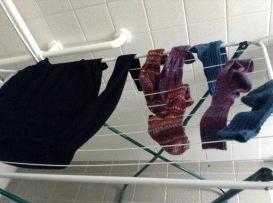 Wie von Zauberhand hängt die Wäsche schon ... naja oder so was in der Art.