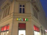 und bei Butlers nach Kaffeemühle und Brettern geschaut, aber nur Schrott leider.