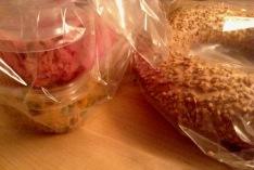 Mitbringsel vom Markt: Rote Bete Salat, Couscoussalat und Sesamring