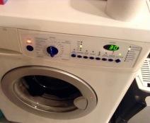 Oh da war doch was... Wäsche nochmal im Kurzprogramm waschen, nach dem sie Stunden in der Waschmaschine lag ... toller Umweltschutz!