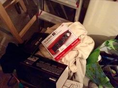 im Keller auch nochmal schauen und Sachen verschenken und gleich einen Karton fürs Päckchen mitnehmen