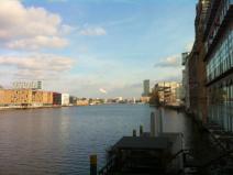 Blick von der Warschauer Brücke über die Spree